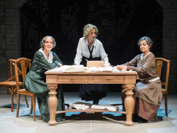 """""""Sorelle Materassi"""" al Teatro Franco Parenti"""