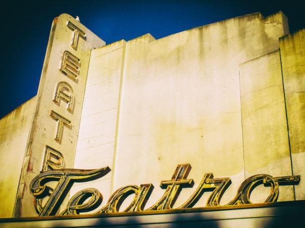 Le molte vite dei teatri milanesi