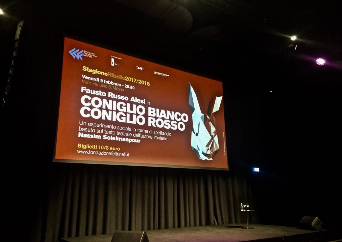 """""""Coniglio bianco/coniglio rosso"""" alla Fondazione Feltrinelli"""